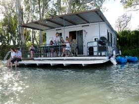 The Murray Dream Self Contained Moored Houseboat - Accommodation Ballina