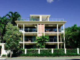 Cairns Beachfront Apartment - Accommodation Ballina