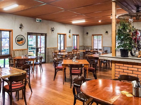 Hungry Horse Hotel Molesworth - Accommodation Ballina