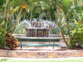 Bauer and Wiles Memorial Fountain - Accommodation Ballina