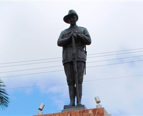 Charters Towers Memorial Cenotaph - Accommodation Ballina