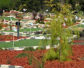 18 Hole Mini Golf - Club Husky - Accommodation Ballina