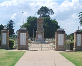 Warwick War Memorial and Gates - Accommodation Ballina