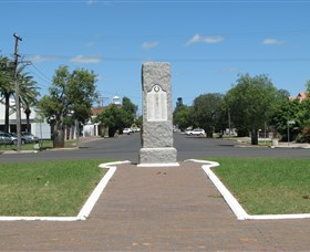 War Memorial and Heroes Avenue Roma - Accommodation Ballina