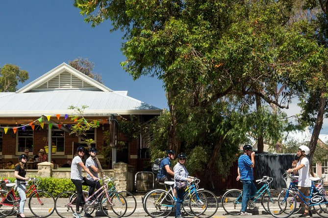Explore Freo the local way on our 3 hour bike tour!