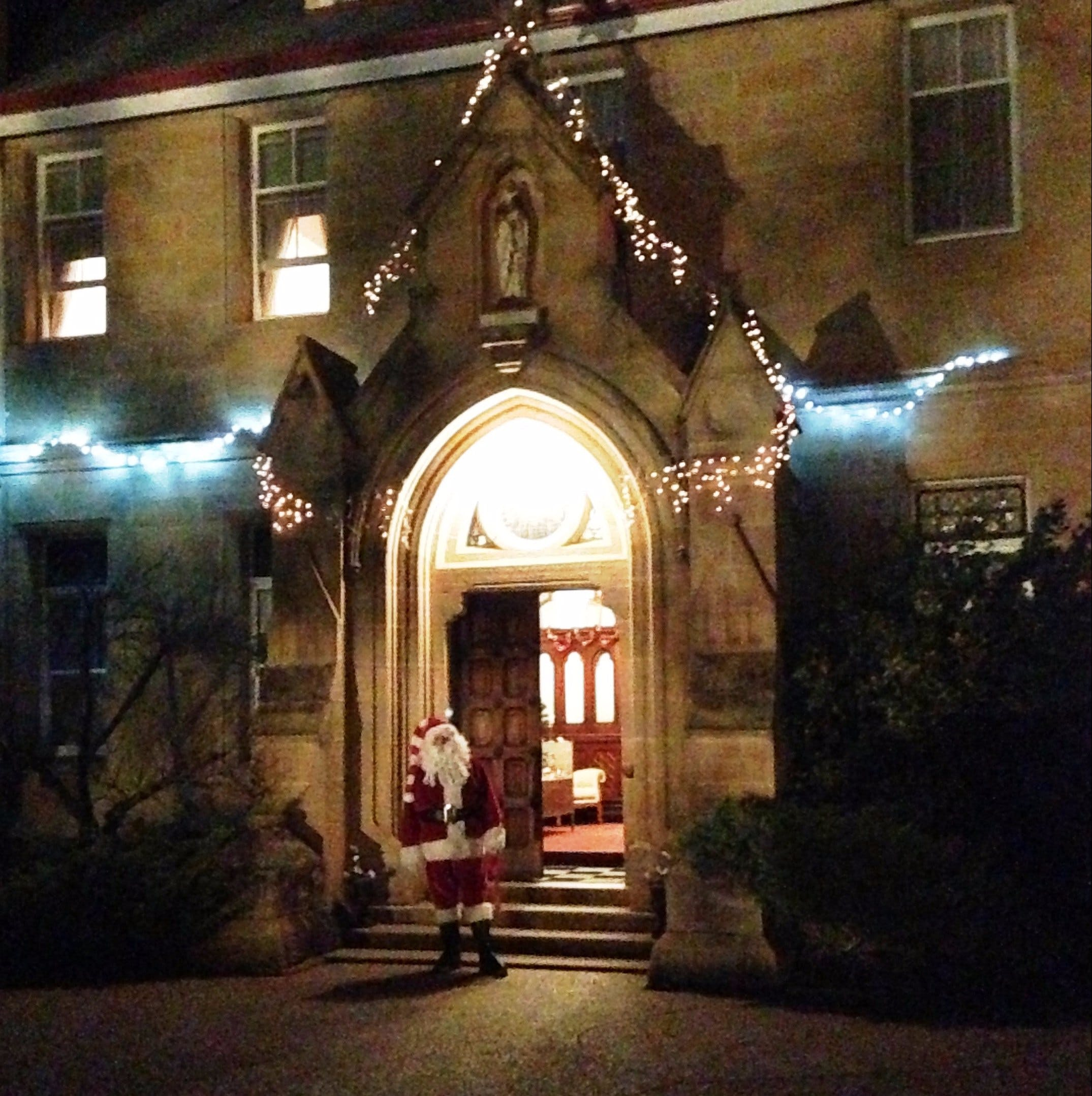 Abbey of the Roses - Christmas in July - Accommodation Ballina