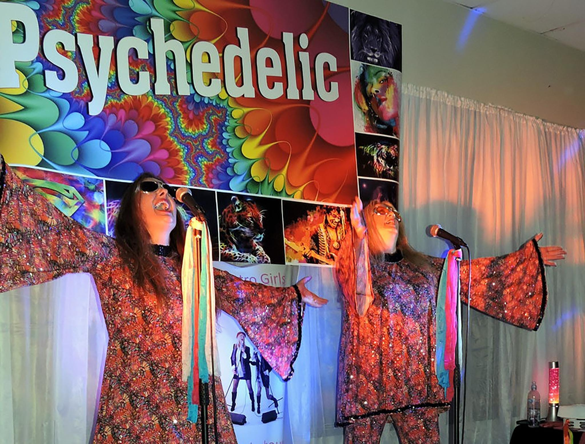 Psychedelic 70s Show The Retro Girls - Accommodation Ballina