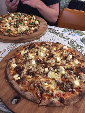Earth Oven Wood Fired Pizza - Accommodation Ballina