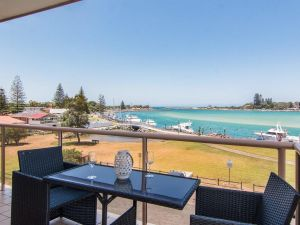 Shoreline 7 with 180 degree water views - Accommodation Ballina