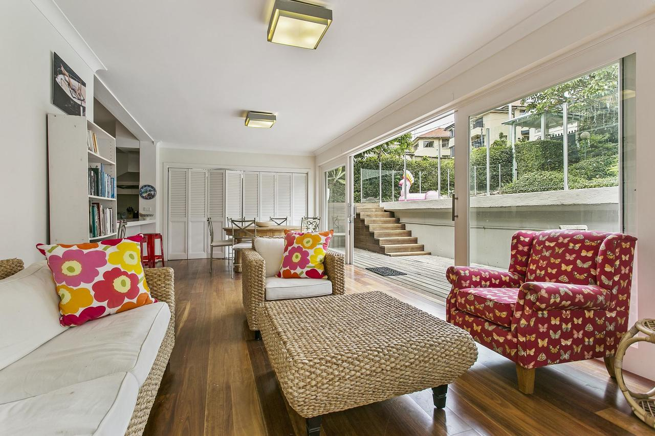 Summery spacious 4 bed home in Kurraba Point - Accommodation Ballina