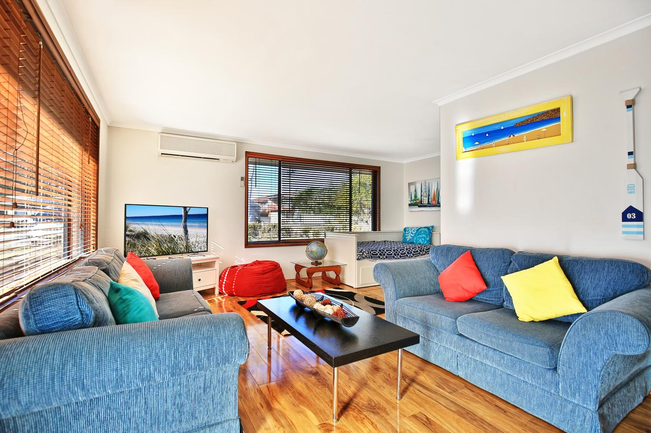 Sandy Toes Beach House Jervis Bay - 2min to Beach - Accommodation Ballina