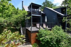 Cloudsong Chalet 3 - Close to the village centre - Accommodation Ballina