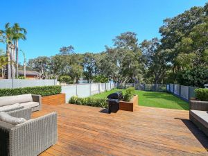 Lakeside Luxury - 13 Lake Street - Accommodation Ballina