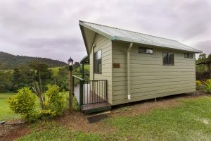 Mena Creek Flower House - Accommodation Ballina