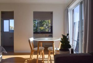 Sun-Drenched 1 Bed Studio Apt Newtown Parking - Accommodation Ballina