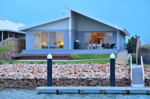 The Carnarvon Luxury Canal Home - Accommodation Ballina