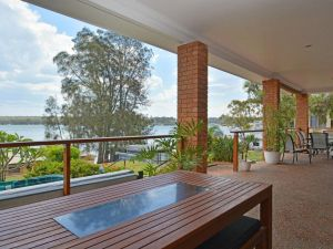 The House on the Lake  Fishing Point Lake Macquarie - honestly put the line in and catch fish - Accommodation Ballina